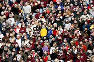 Foto: Menschenmenge mit Smileys als Gesichter