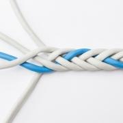 Foto: Fünf Kabel in einer Art Zopf geflochten